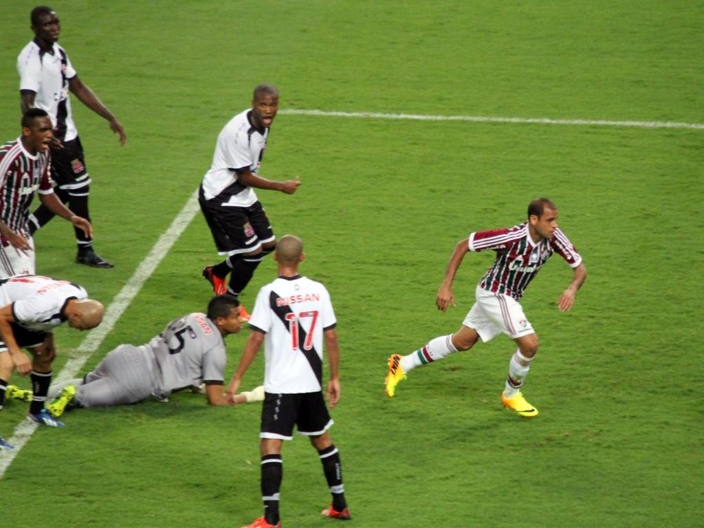 21.07.13 - Carlinhos diminui para o Fluminense contra o Vasco pelo Brasileirão