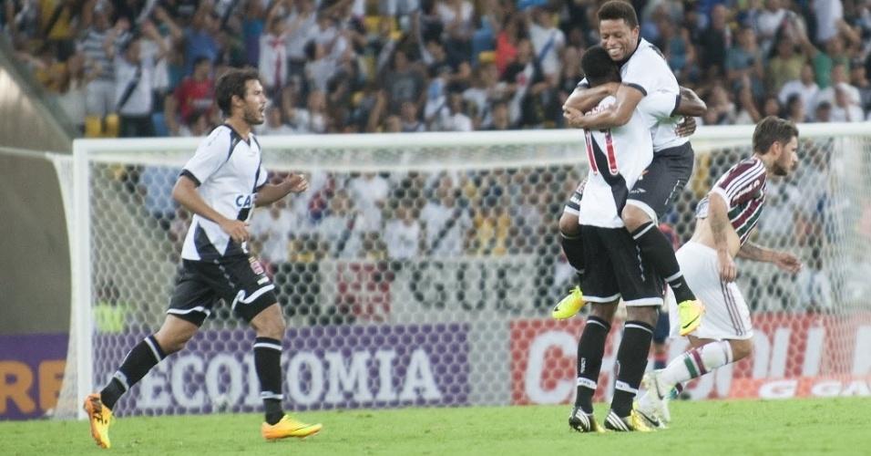 21.07.13 - Jogadores do Vasco comemoram gol de André contra o Fluminense no Brasileirão