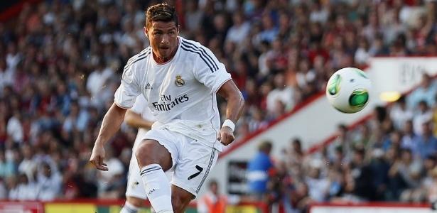 Cristiano Ronaldo quebra o braço de garoto de 11 anos em jogo amistoso -  24 07 2013 - UOL Esporte d9206e7dedad0