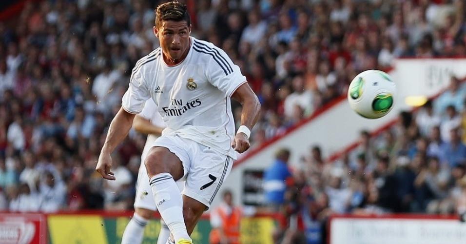 Cristiano Ronaldo quebra o braço de garoto de 11 anos em jogo amistoso -  24 07 2013 - UOL Esporte 68d216f84d3d4