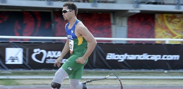 Alan Fonteles corre para conseguir o recorde nos 200 m - PHILIPPE DESMAZES/AFP