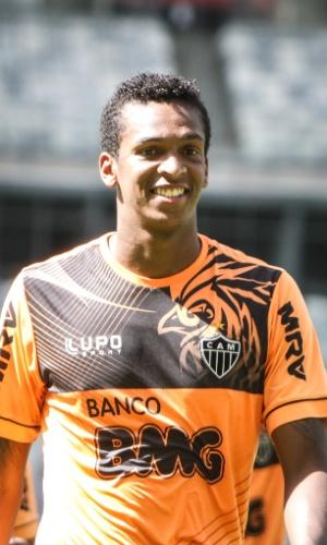 Atacante Jô durante treino do Atlético-MG no Mineirão (21/7/2013)