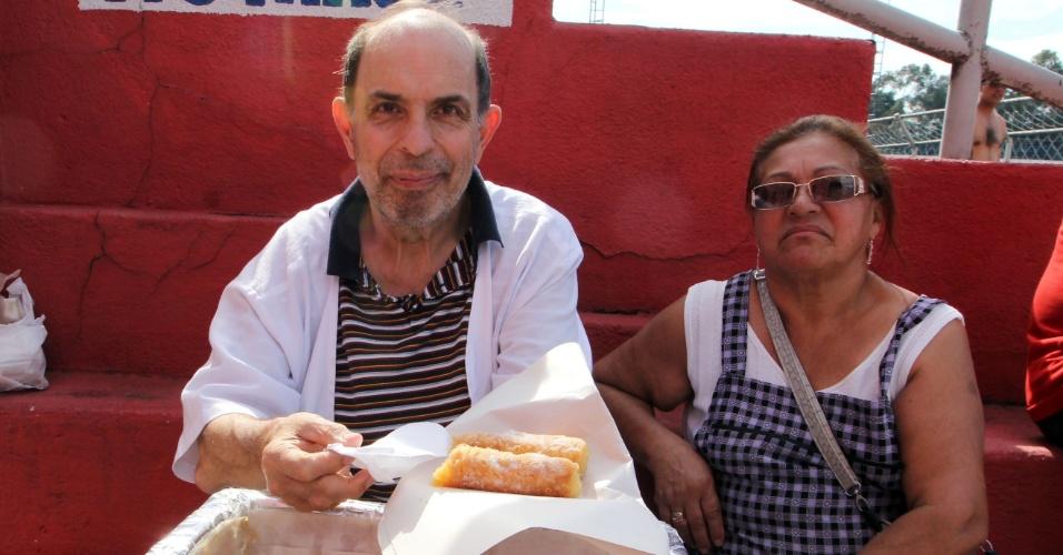 Antonio Pereira, vendedor de cannolis na partida entre Jardim São Carlos e Noroeste