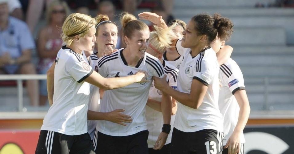 Jogadoras da Alemanha comemoram gol no Campeonato Europeu em jogo contra a Itália