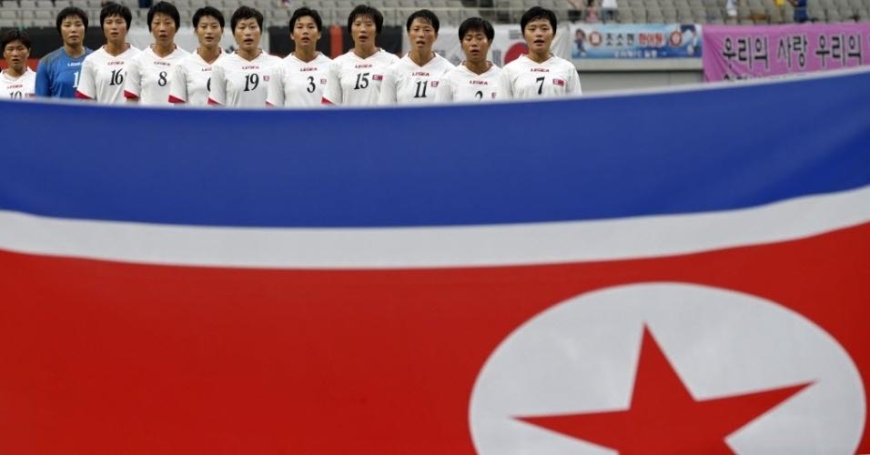 Jogadoras da seleção feminina da Coreia do Norte se preparam para jogo da Copa da Ásia