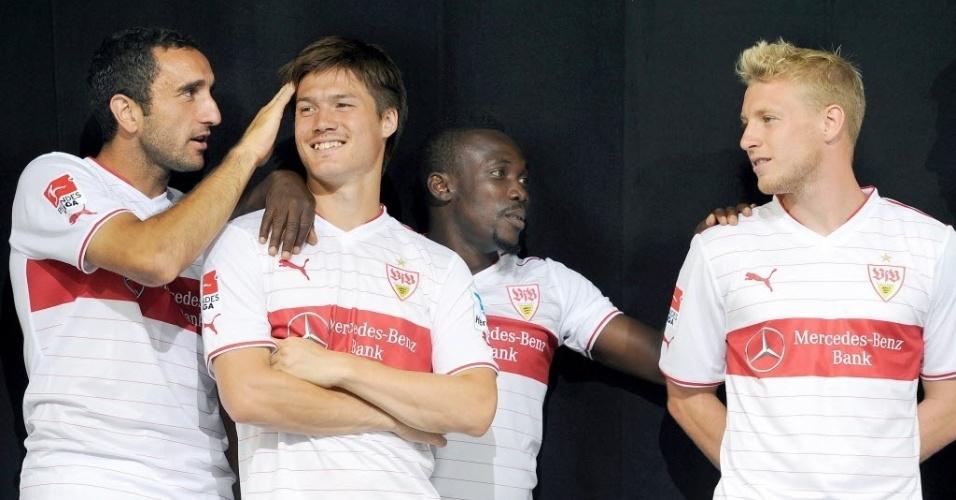 Jogadores do Stuttgart brincam em foto oficial do time para a temporada
