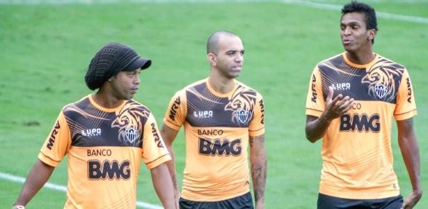 0abfbe8f99 Jogadores seguem Cuca e depositam confiança em Ronaldinho na decisão ...