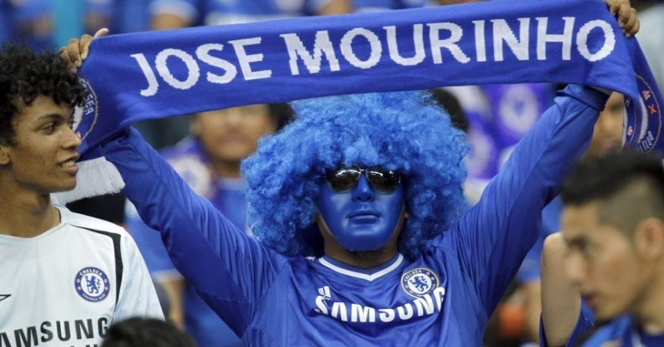 Torcedor se pinta todo de azul para reverenciar Mourinho e o Chelsea