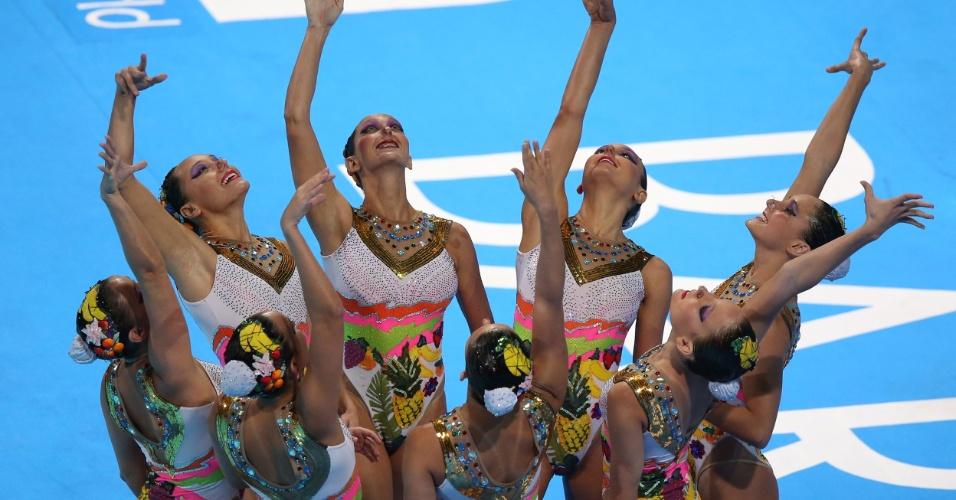 22.jul.2013 - Equipe brasileira de nado sincronizado prepara apresentação na final técnica do Mundial de Barcelona