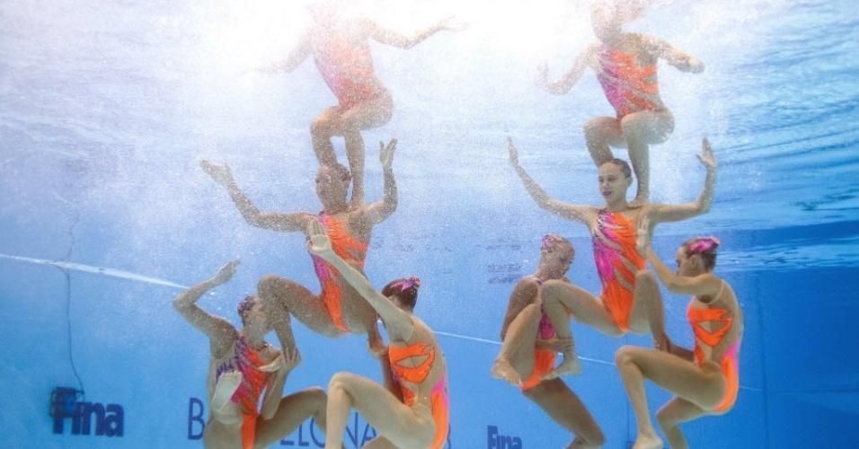 22.jul.2013 - Equipe italiana de nado sincronizado é vista debaixo d'água durante rotina técnica na final em Barcelona
