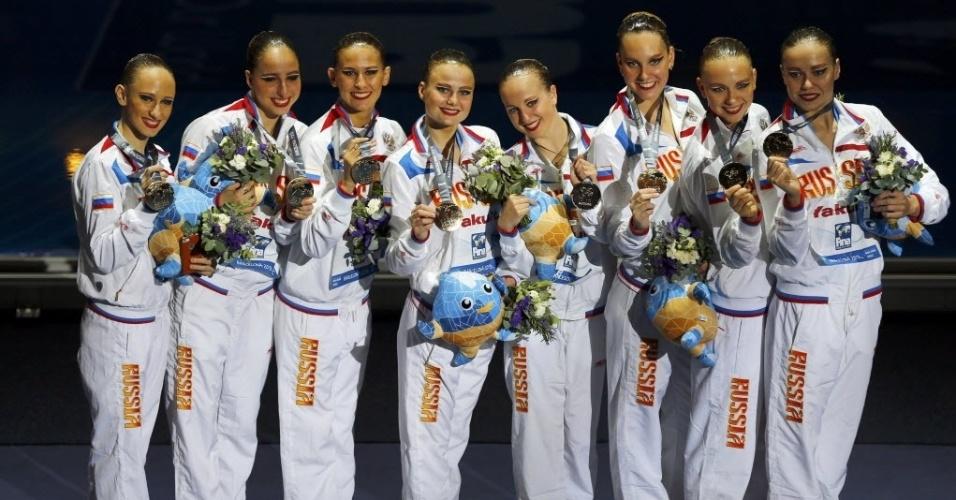 22.jul.2013 - Equipe russa de nado sincronizado comemora ouro na prova técnica do Mundial de Barcelona