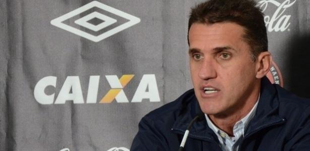 Vagner Mancini, técnico do Atlético-PR, concede entrevista