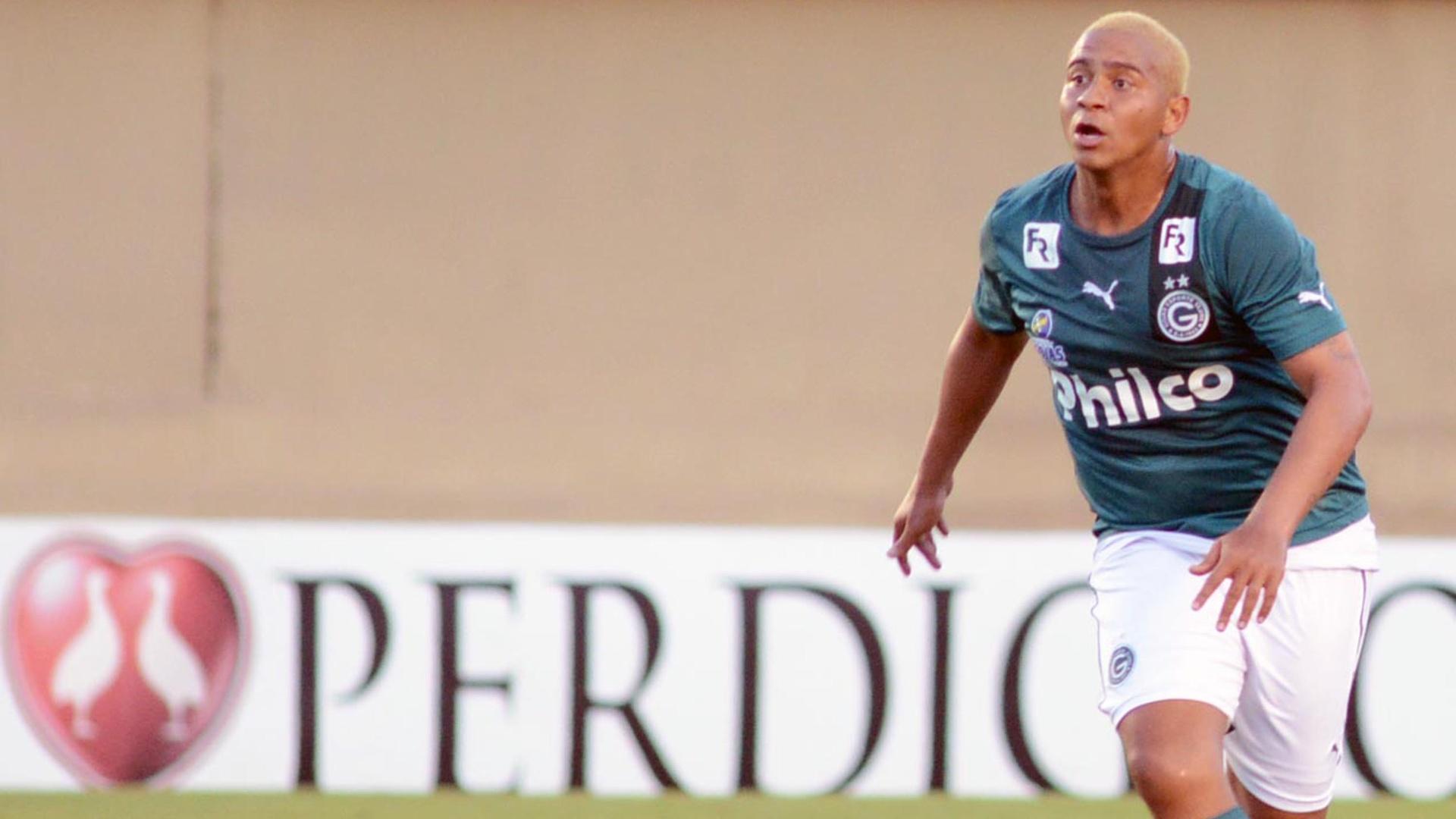 Walter comemora gol durante partida entre Goiás e Vitória, pelo Campeonato Brasileiro 2013
