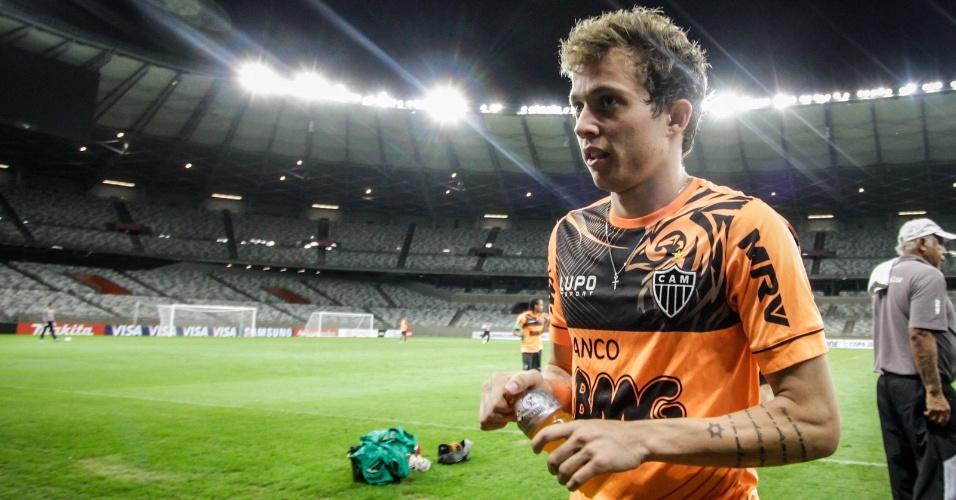 23 jul 2013 - Bernard após treinamento do Atlético-MG no Mineirão diz sentir