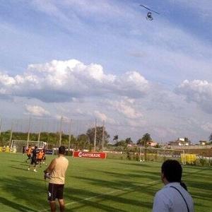 """Marco Trovato agradece, em tom irônico, por """"envio"""" de helicóptero ao treino do Olimpia - Reprodução/Twitter"""
