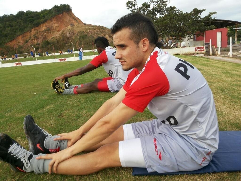 Maikon Leite realiza um treino pelo Náutico no CT Wilson Campos