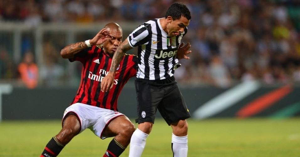 Nigel de Jong, do Milan, marca Carlos Tevez