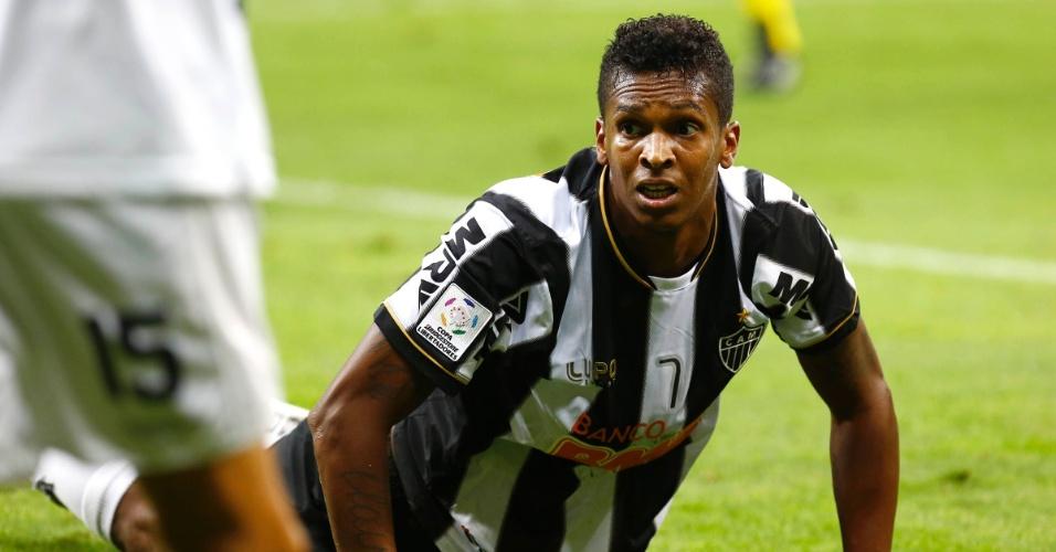 24.07.2013 - Jô fica no chão, desolado com chance perdida do Atlético-MG