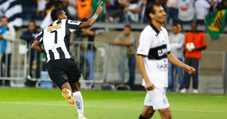 24.07.2013 - Jô sai para comemorar gol do Atlético-MG contra o Olimpia na final da Libertadores