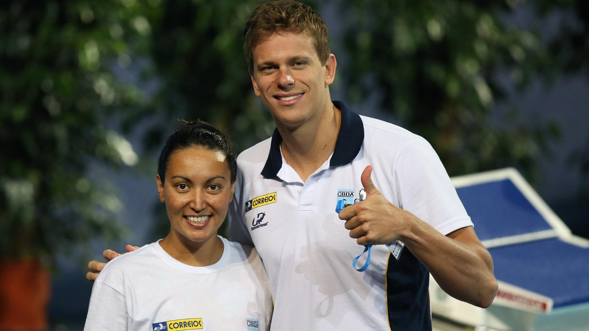 24.jul.2013 - Cesar Cielo e Poliana Okimoto se encontram durante treino em Barcelona