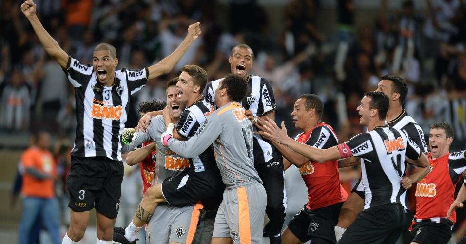 24.07.2013 - Jogadores do Atlético-MG comemoram vitória nos pênaltis e título da Libertadores