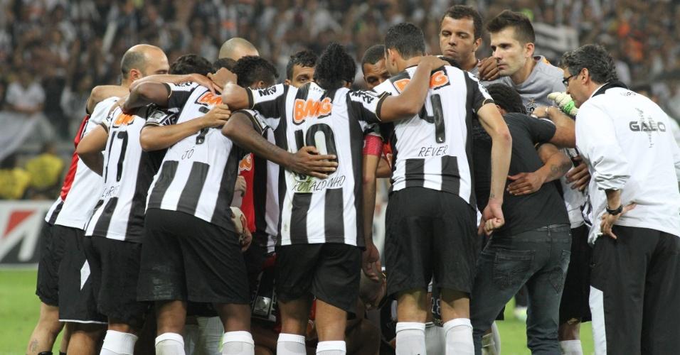 24.07.2013 - Jogadores do Atlético-MG se reúnem no intervalo da prorrogação