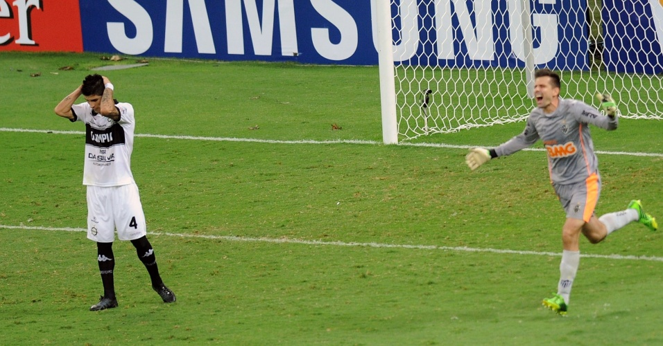 24.07.2013 - Victor sai para comemorar título do Atlético-MG após pênalti chutado na trave
