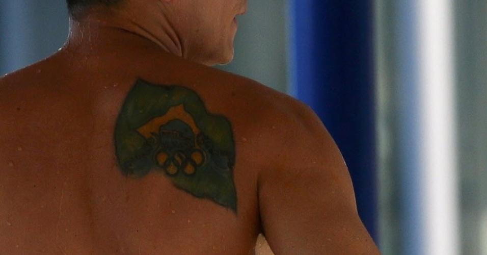 25.jul.2013 - A tatuagem do brasileiro Cesar Castro, dos saltos ornamentais, é fotografada durante o Mundial