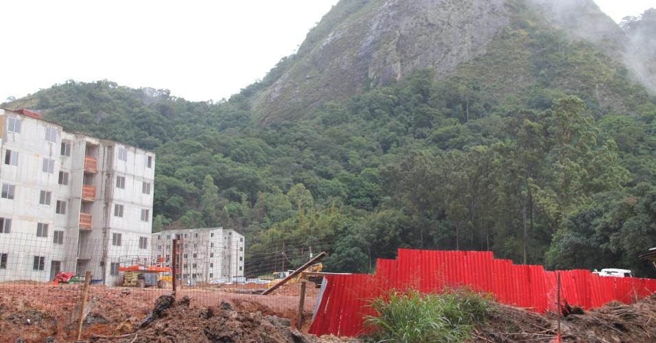 Empreendimento Parque Carioca fica ao lado de pedras do Maciço da Pedra Branca