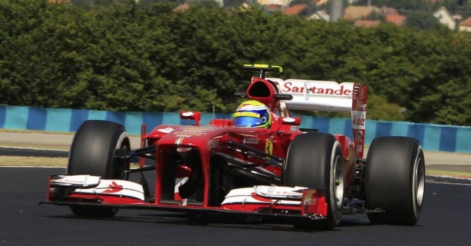 26.jul.2013 - Felipe Massa conduz sua Ferrari durante o 1° treino livre para o GP da Hungria