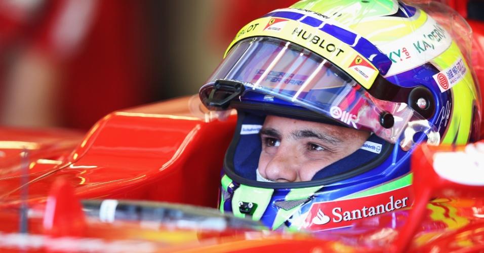 26.jul.2013 - Felipe Massa se prepara para entrar na pista de Hungaroring durante os treinos livres para o GP da Hungria