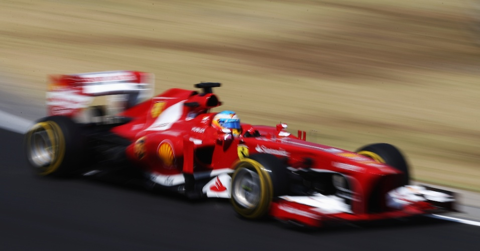 26.jul.2013 - Fernando Alonso acelera sua Ferrari pelo circuito de Hungaroring durante treinos livres para o GP da Hungria
