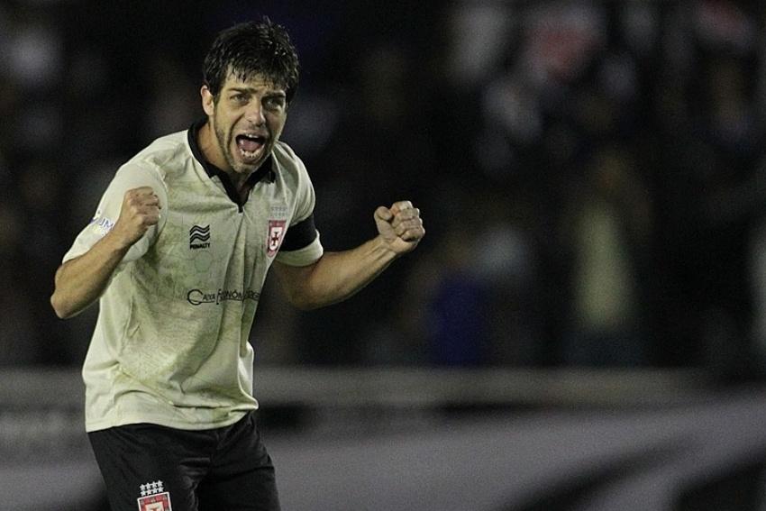 27-07-13 - Juninho comemora o primeiro gol do Vasco contra o Criciúma