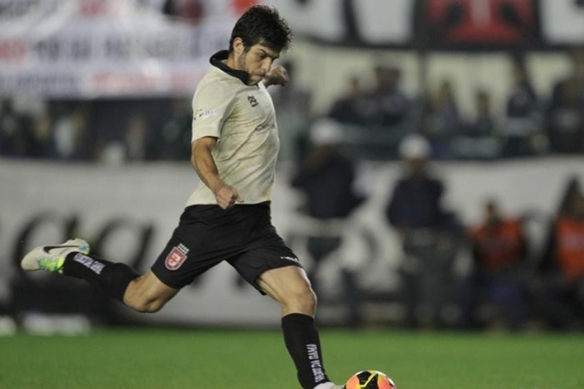 27-07-13 - Juninho Pernambucano bate falta que ocasionou o primeiro gol do Vasco contra o Criciúma