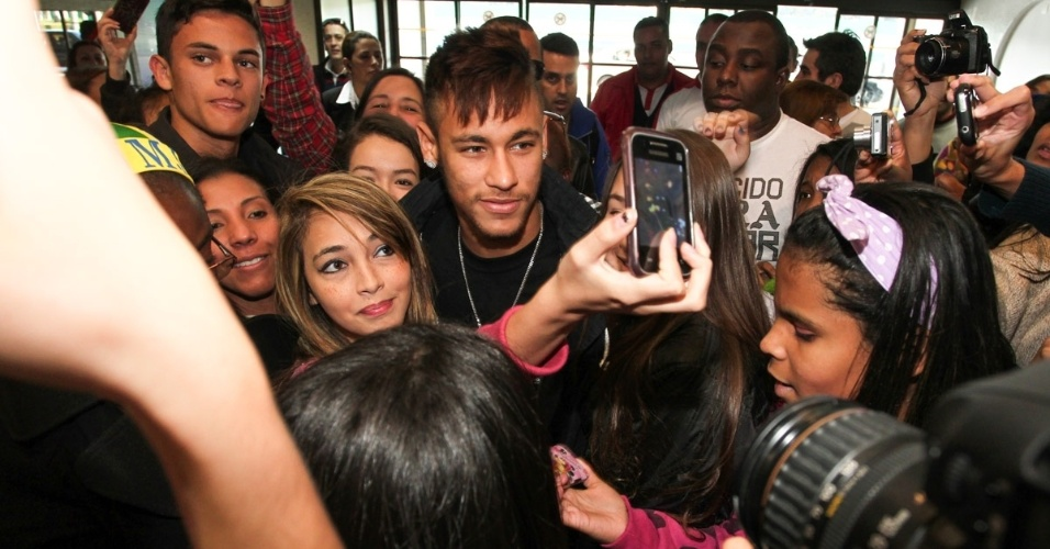 Na tarde deste sábado, dia 27/07, Neymar deixou o Brasil e embarcou rumo à Espanha, no Aeroporto de Guarulhos/SP, para se apresentar como jogador Barcelona
