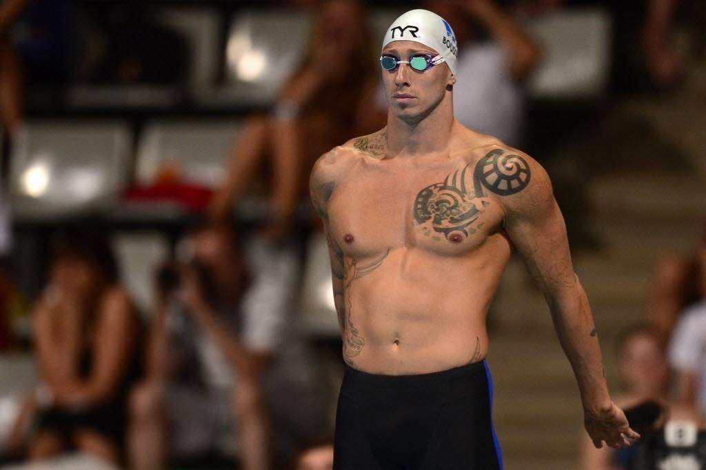 28.jul.2013 - O francês Frederick Bousquet mostra suas tatuagens antes de nadar nas eliminatórias dos 50 m borboleta