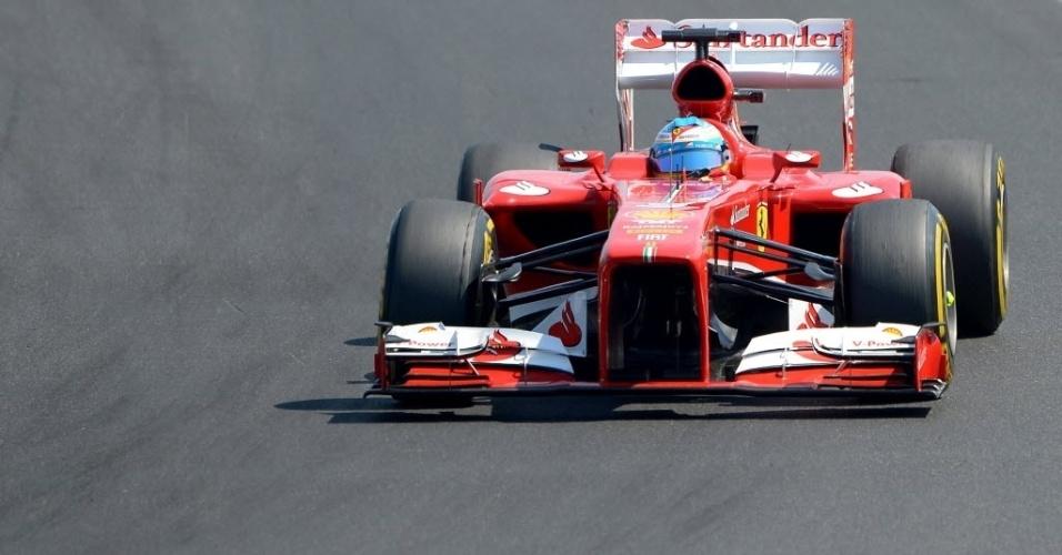 Fernando Alonso pilota a Ferrari no circuito de Hungaroring