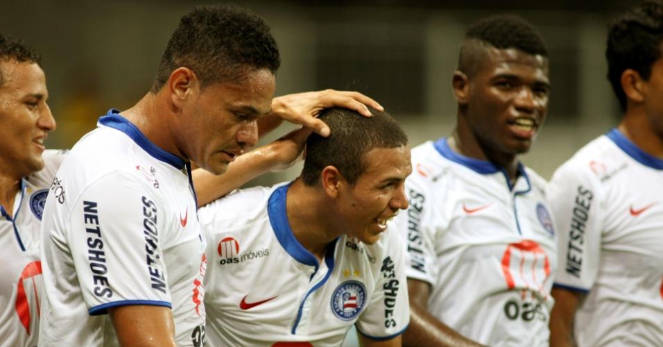 Jogadores do Bahia celebram gol contra o Goiás