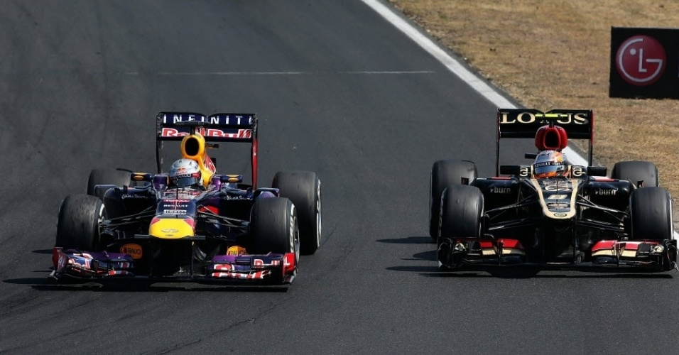 Sebastian Vettel, da Red Bull Racing, à esquerda, fez boa disputa com Romain Grosjean