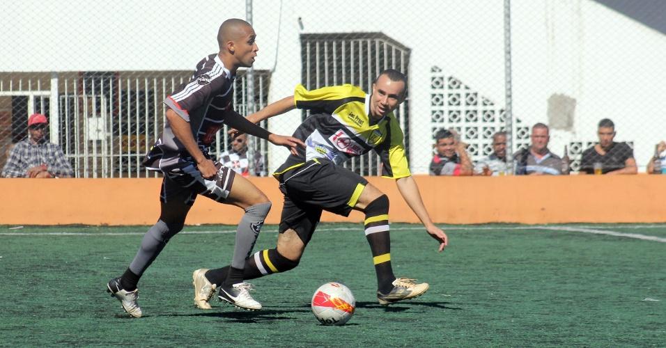 Jardim Peri-Gesan (de amarelo) venceu o Vasco da Gama, da Vila Galvão, por 2 a 0, e garantiu a classificação para a Etapa 5 da Série A. O Vasco já estava classificado
