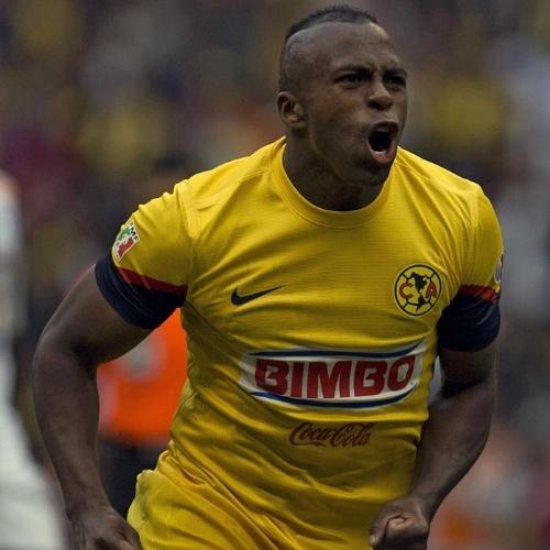 3.nov.2012 - Christian Benitez, atacante equatoriano que morreu de ataque do coração, comemora gol na época em que atuou pelo América-MEX