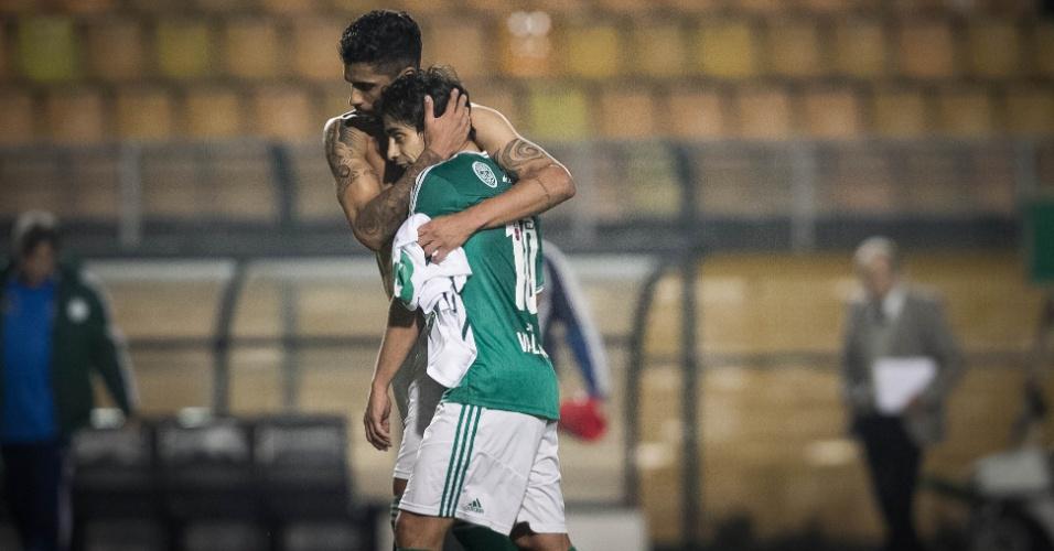 30.07.2013 - Alan Kardec e Valdivia se cumprimentam após a vitória do Palmeiras contra o Icasa por 4 a 0