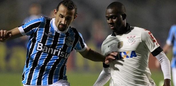 Barcos (e) marcou apenas seis gols pelo Grêmio e recebe  blindagem  no 20b5494b9c055