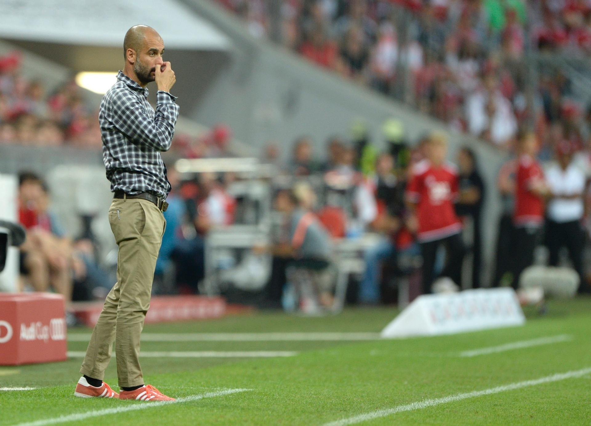 31.jul.2013 - Técnico Pep Guardiola acompanha a partida do seu time, Bayern, contra o São Paulo