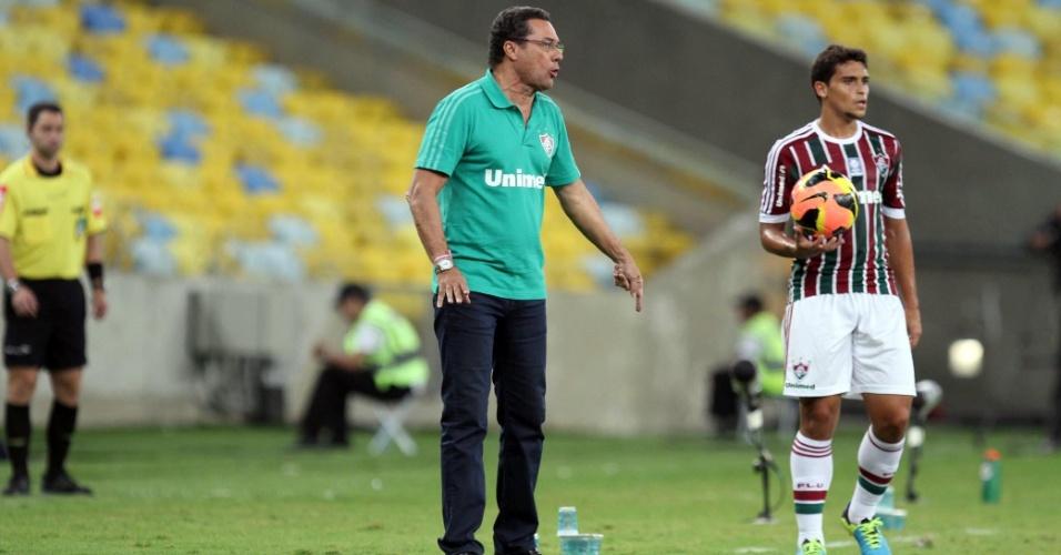 1.ago.2013 - Luxemburgo estreou no comando do Fluminense com vitória sobre o Cruzeiro
