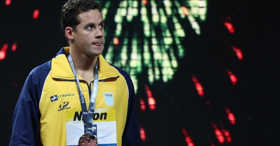 1.ago.2013 - Thiago Pereira com a medalha de bronze conquistada nos 200 m medley