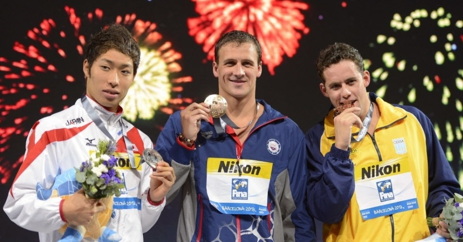 1.ago.2013 - Thiago Pereira posa com o bronze ao lado de Kosuke Hagino, parata, e Ryan Lochte, ouro nos 200 m medley
