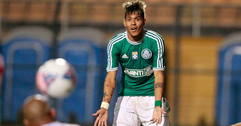 02.08.2013 - Leandro gesticula para pedir a bola em lance no ataque do Palmeiras