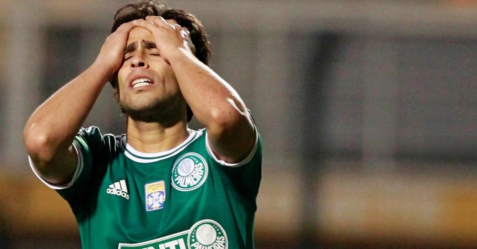 02.08.2013 - Valdivia lamenta lance de ataque perdido na partida contra o Bragantino