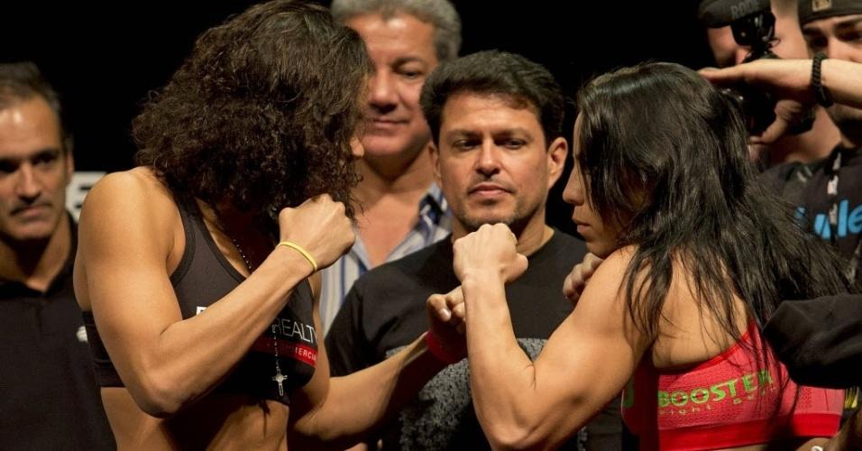 02.ago.2013 - Brasileira Amanda Nunes (e) encara a alemã Sheilla Gaff durante a pesagem do UFC Rio 4